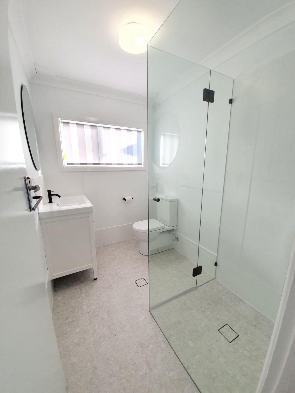 Unit 1 - Bathroom.jpg