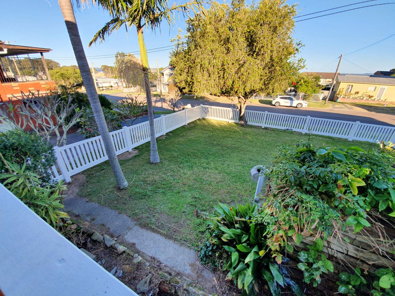 Unit 1 - Front garden.jpg