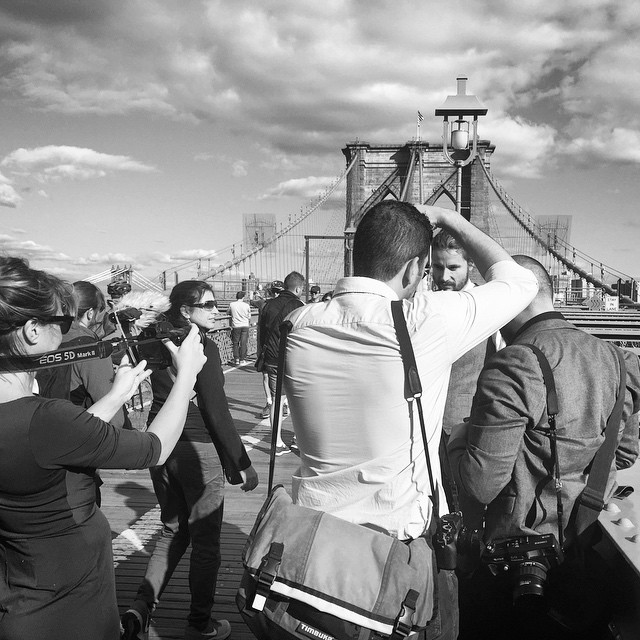 What happens when your photographer friend gets married;) Augur @giannicipriano & @smr_sra !!! (at Brooklyn Bridge)