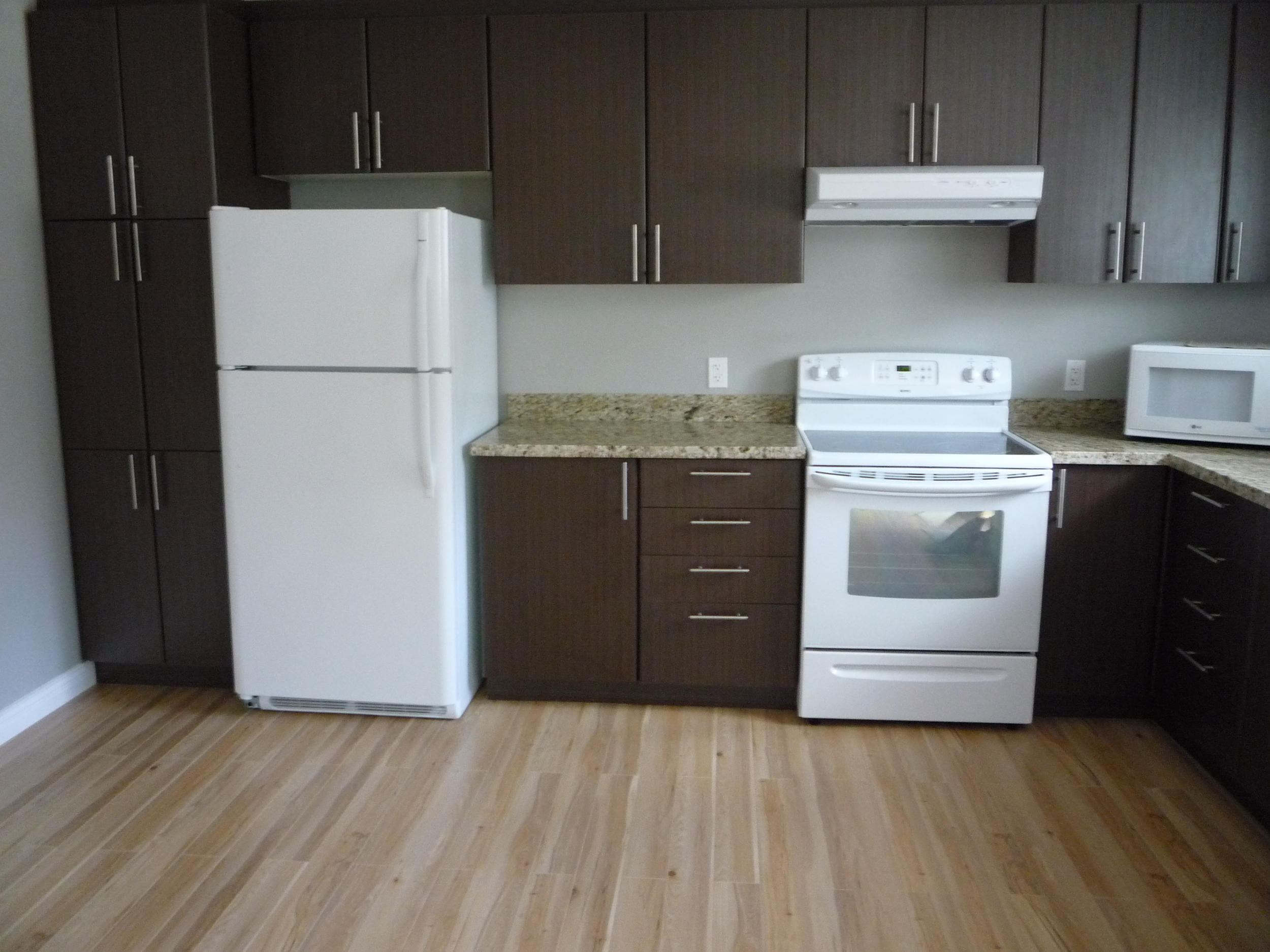 L-Shaped Kitchen with Modern Hardware and Quartz Countertops