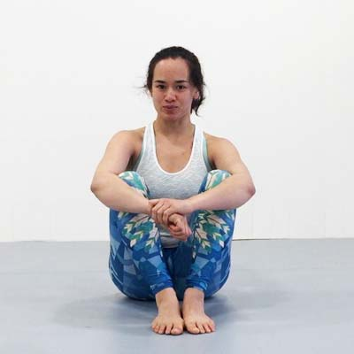 Kinstretch is a movement system that develops maximum body control, flexibility, and *usable* (i.e. active) ranges of motion. In this class, Samantha guides you through a full lower body practice that actively mobilizes all of your joints from the hips to the toes.