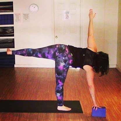 Special guest teacher Ariana leads us through an all-levels strengthening practice that will challenge your core from all angles and help you to build more strength and control in this important area.