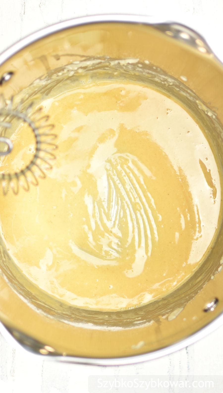 Olej kokosowy z dodatkiem mąki ziemniaczanej oraz pszennej.