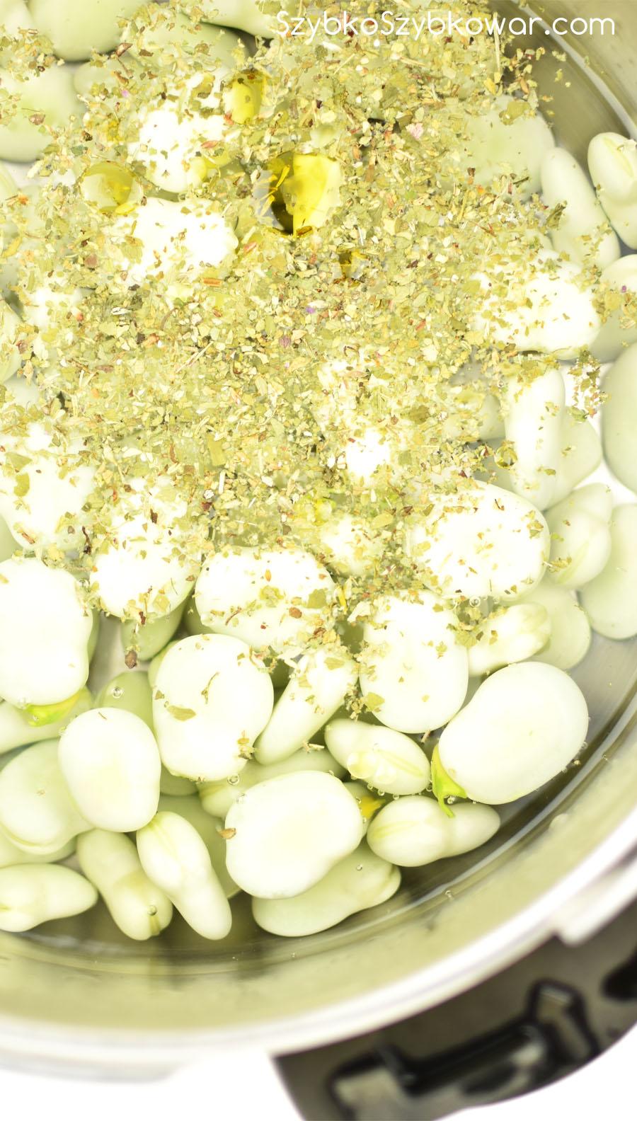 Dodane zioła, oliwa i sól.