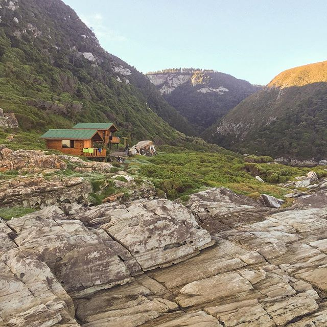 The huts on the #ottertrail are beautiful wood log cabins, nestled between the rocky ocean front and the forested cliff faces. Some of the best seafront accommodation imaginable. #sofar #cabin #hut #ocean #seaside #accommodation #hike #hiking #otter #ottertrail #tsitsikamma #southafrica #thisissouthafrica #beautiful