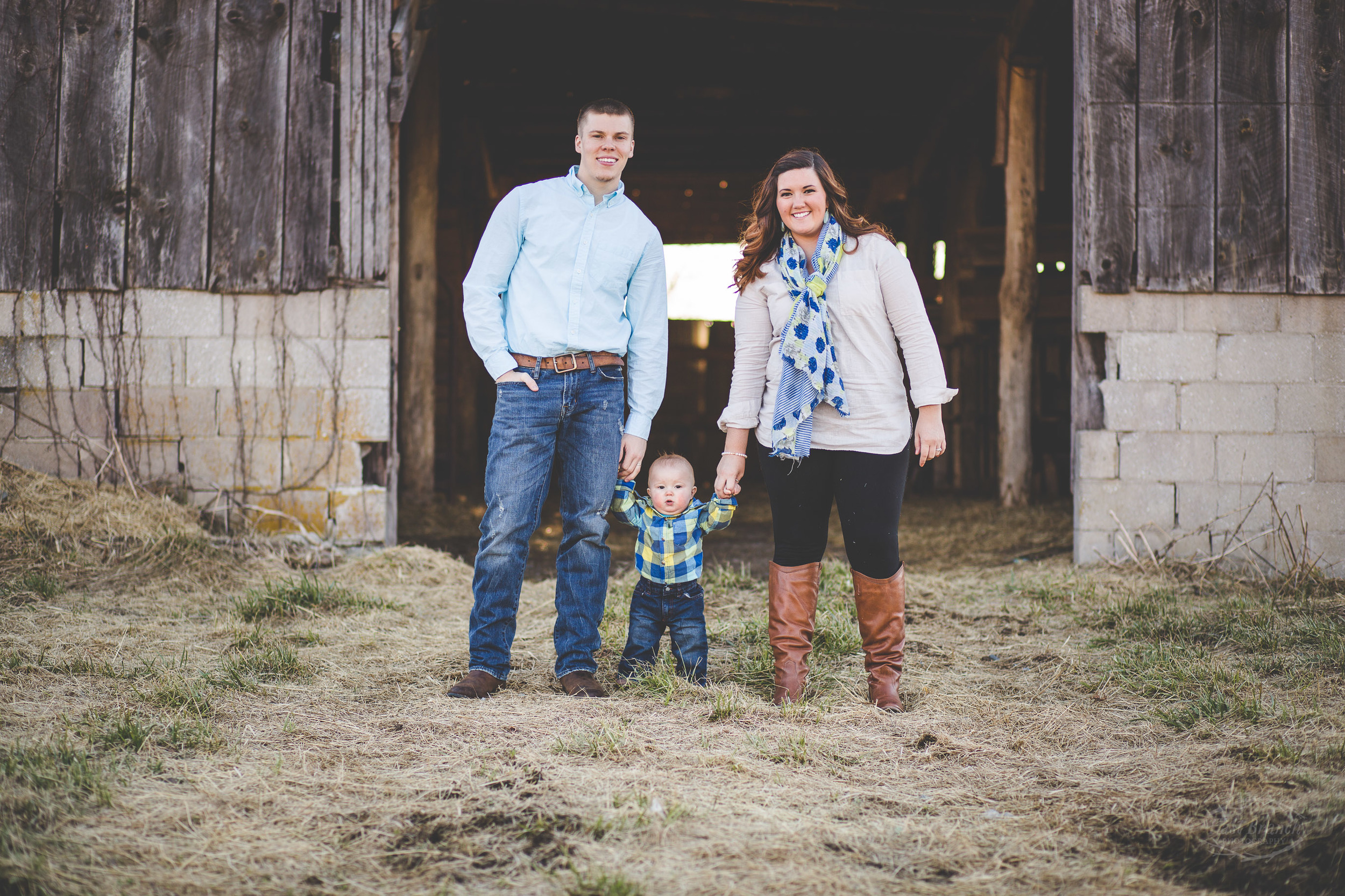 family-pictures-barn-hendersonville