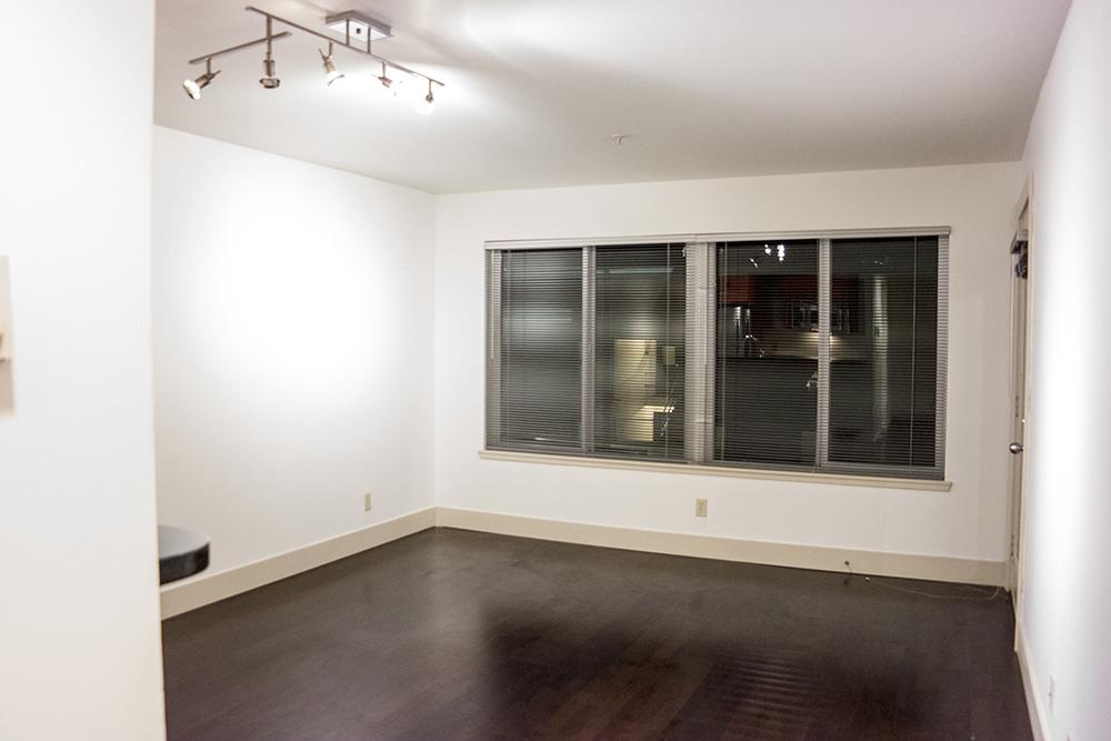 08-505_Livingroom4.jpg