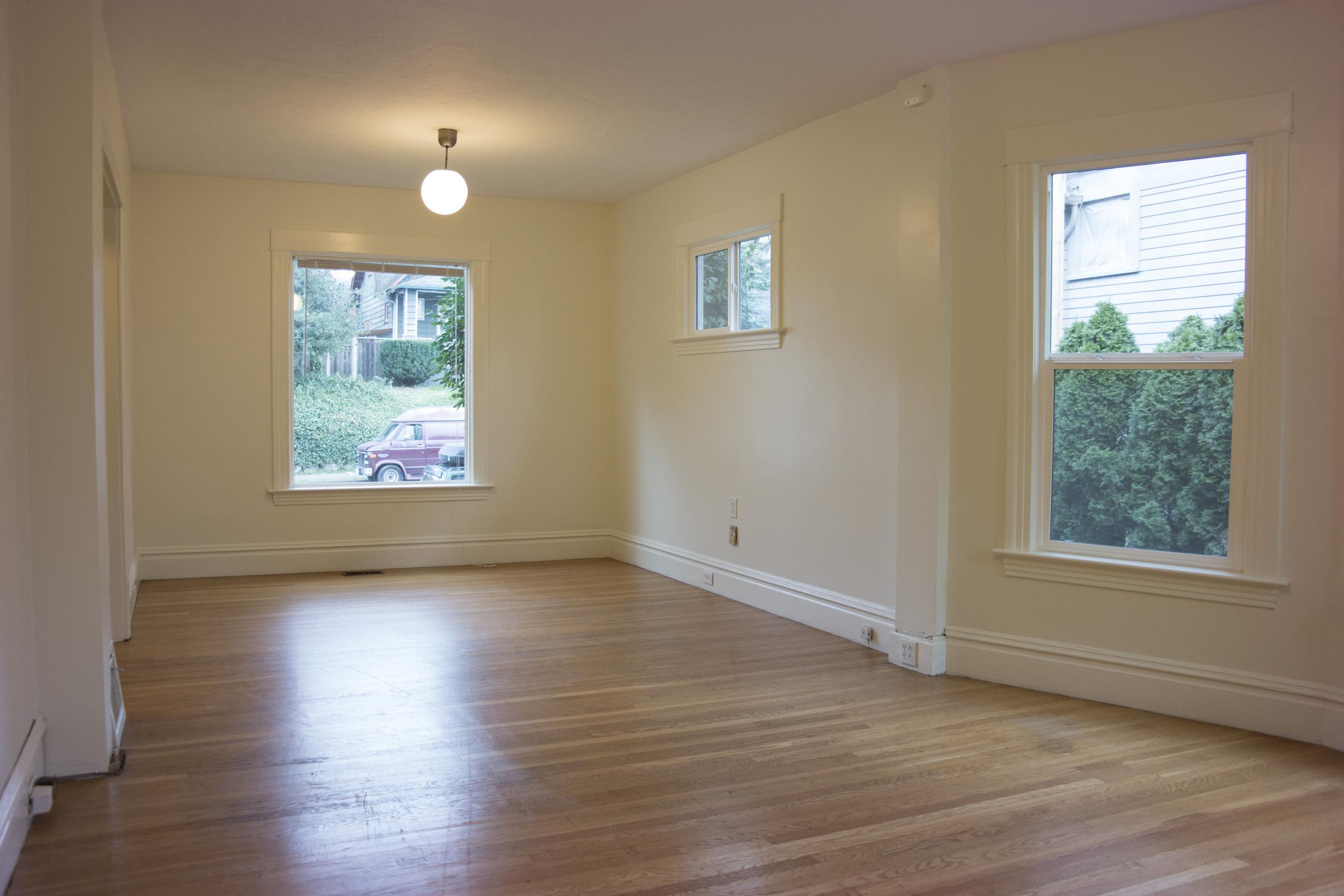 09-Livingroom2.jpg