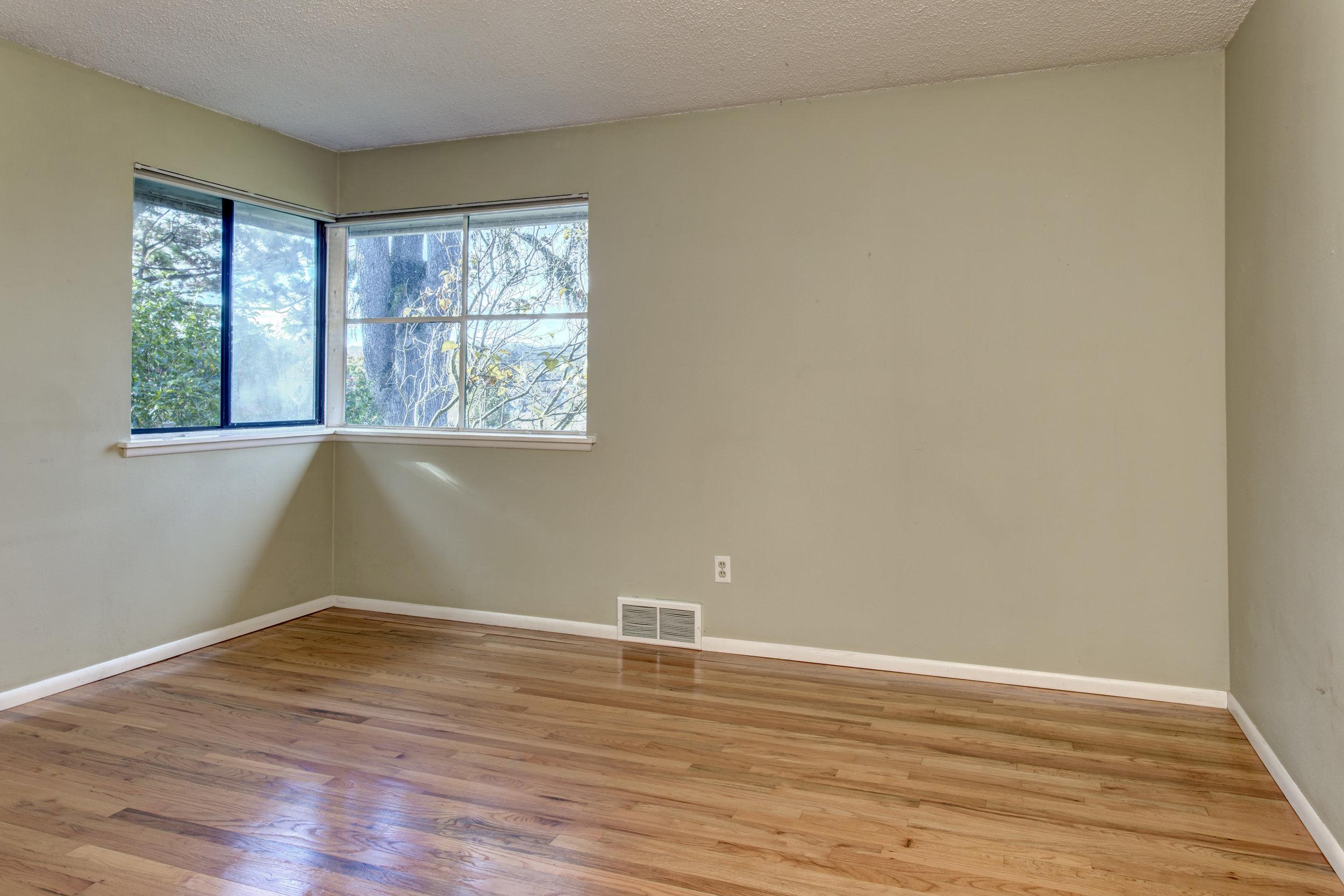 9- Bedroom01.jpg