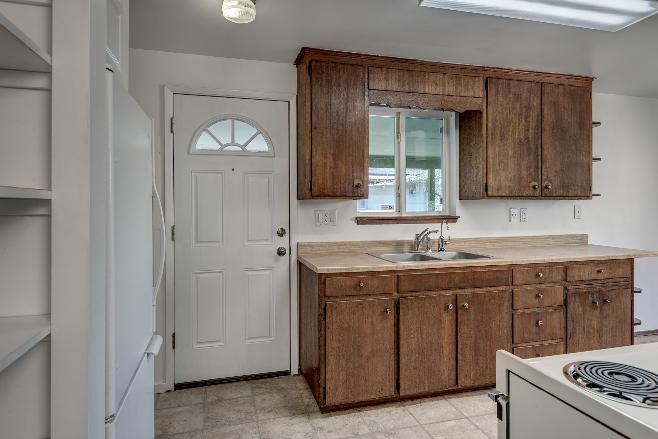 12-Kitchen03.jpg