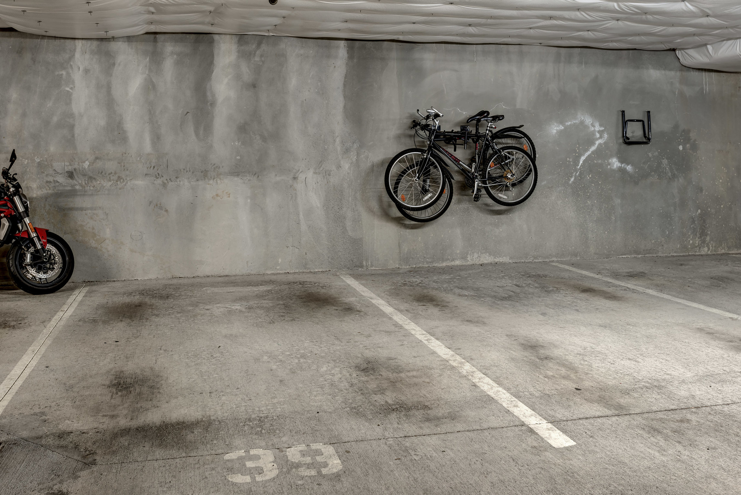 23-Parking01.jpg