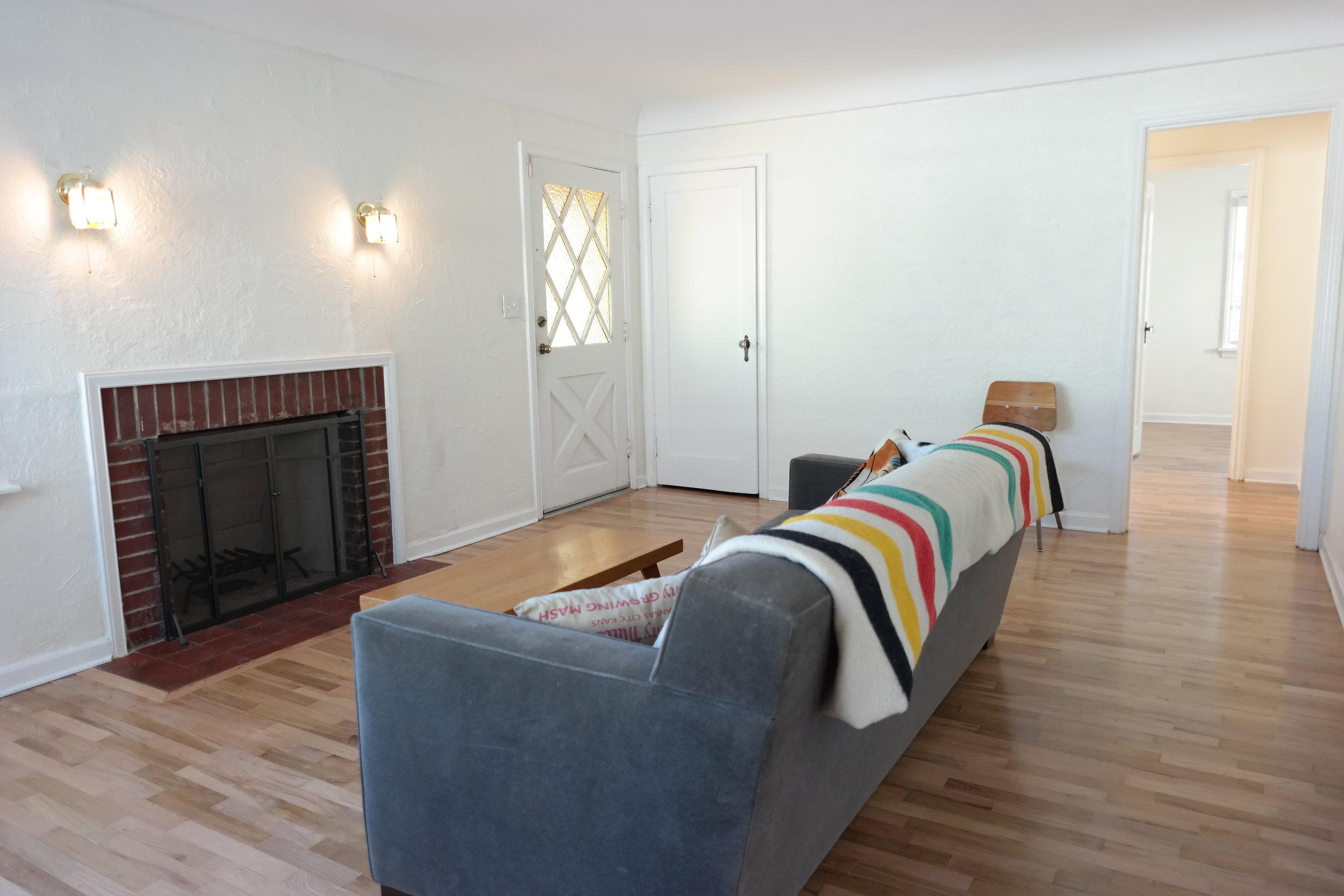 05-Livingroom09.JPG