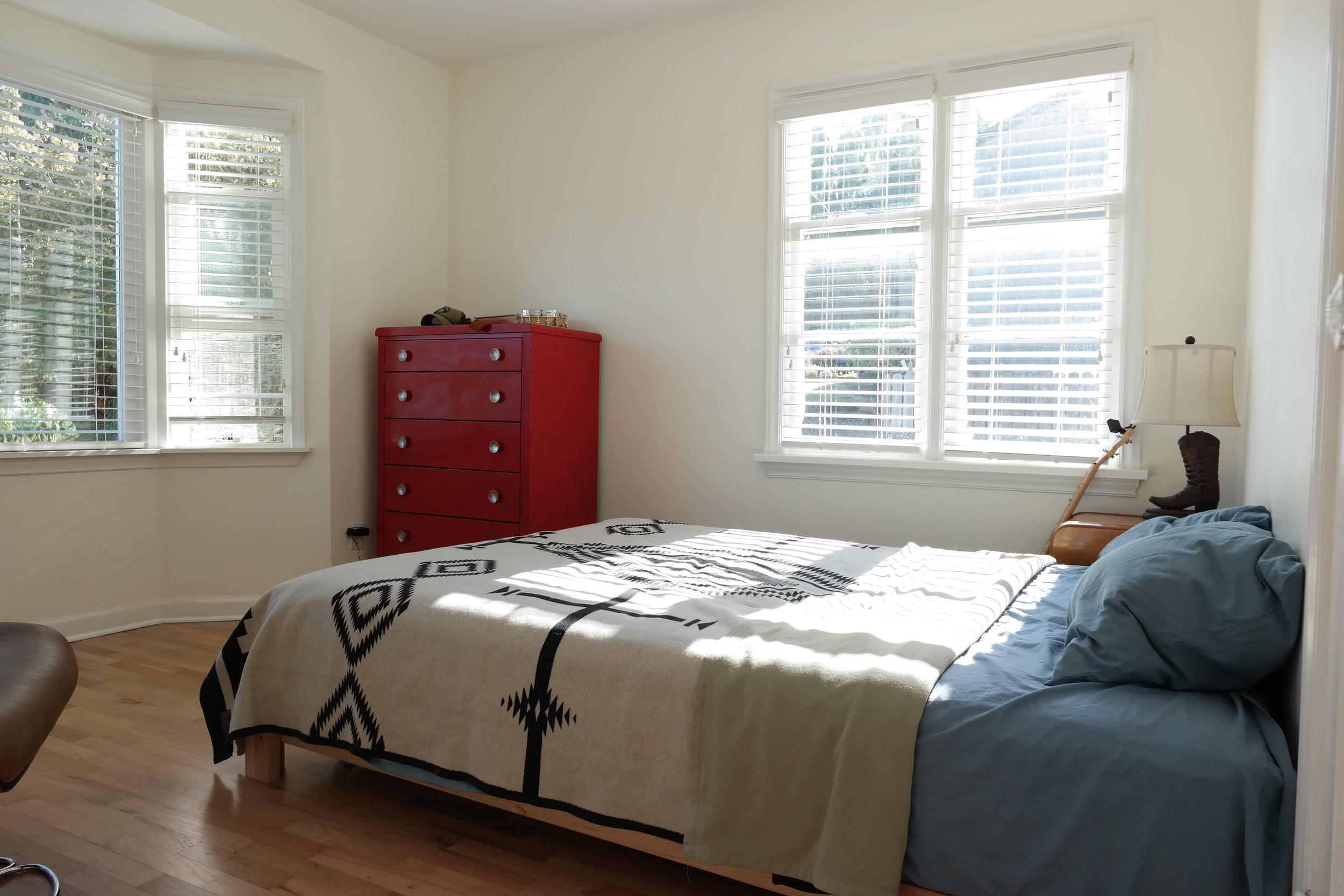 06-Bedroom107.JPG