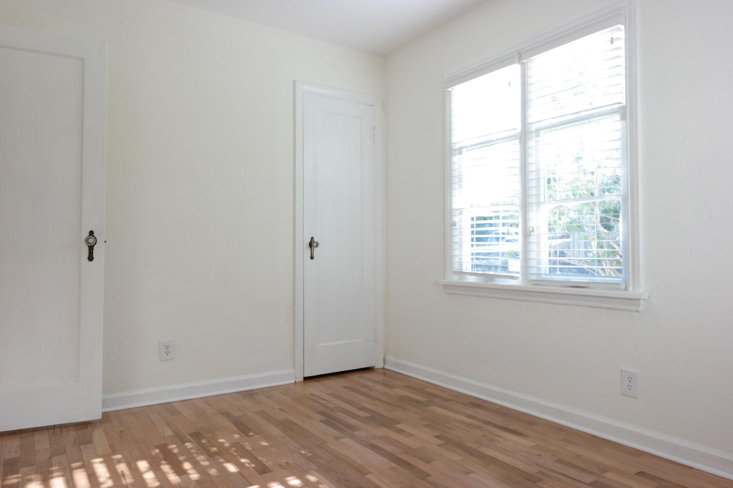 12-Bedroom203.JPG