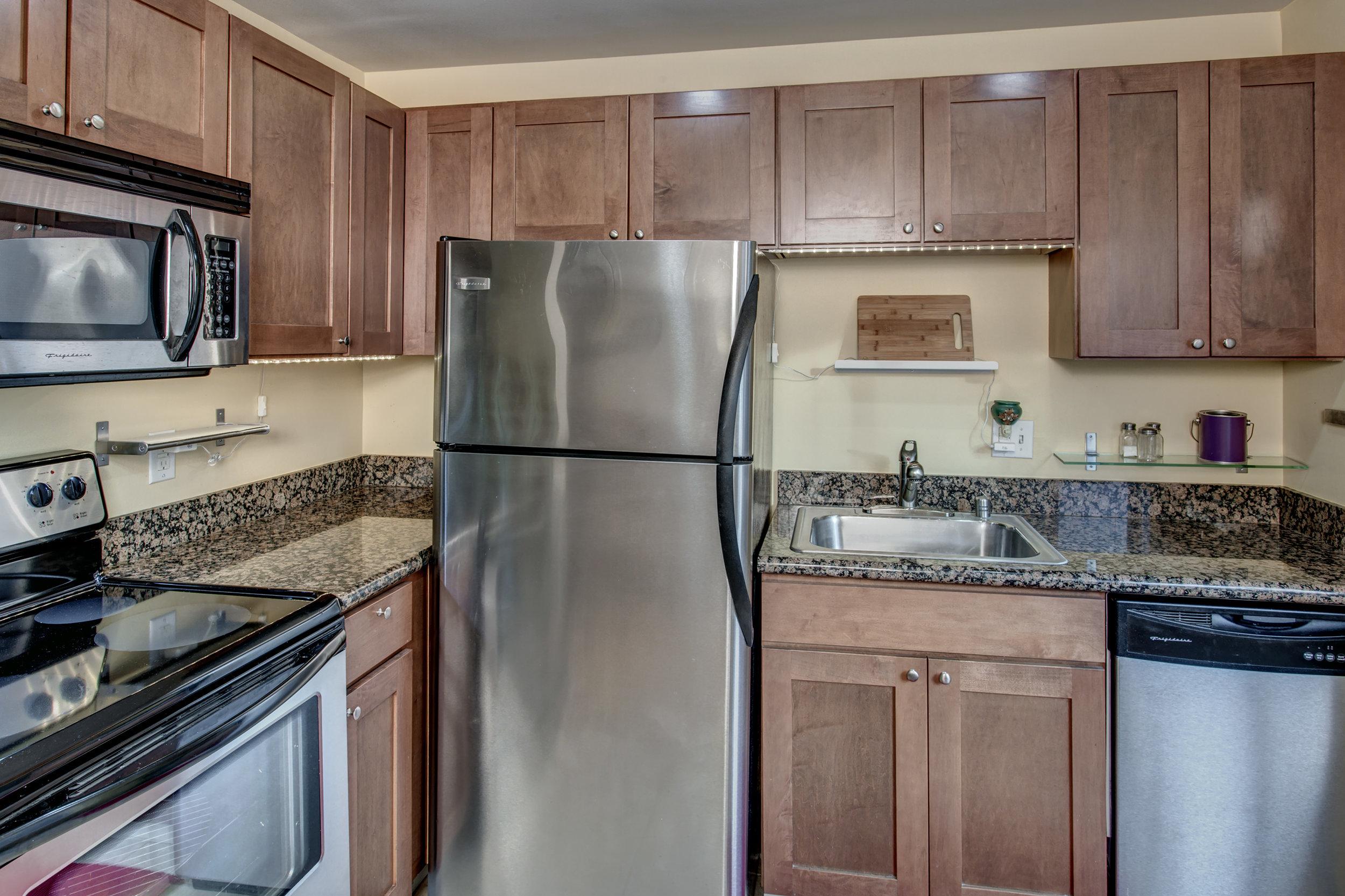 12-Kitchen02.jpg