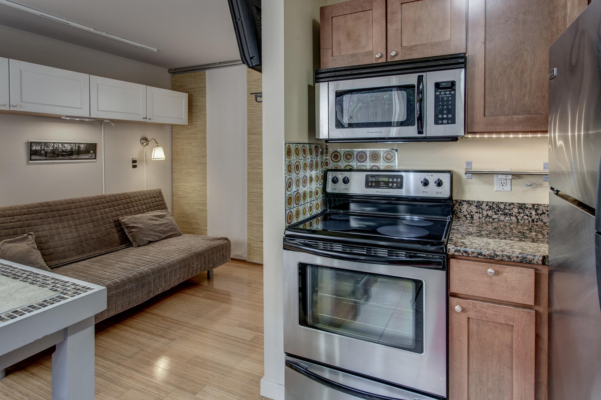 14-Kitchen04.jpg