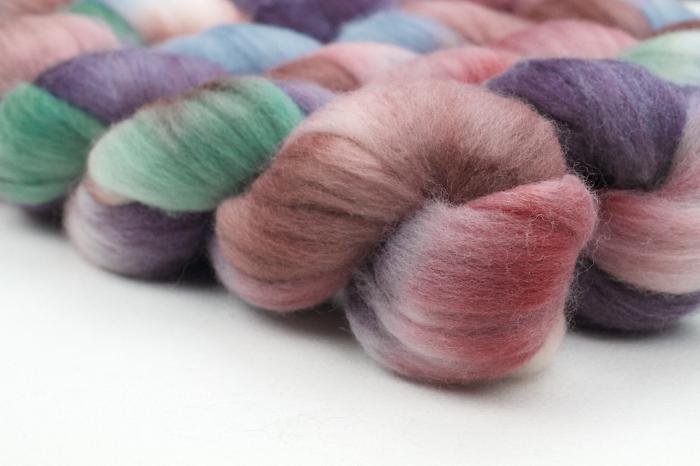 Tide Pool colorway in Polwarth wool