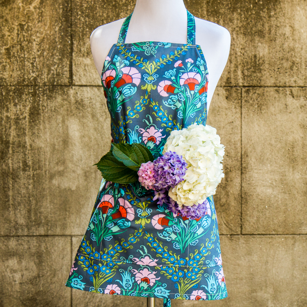 Garden Apron made out of Amy Butler Cameo Fabric - Made by For the Love of Pattern #loveofpattern www.loveofpattern.com