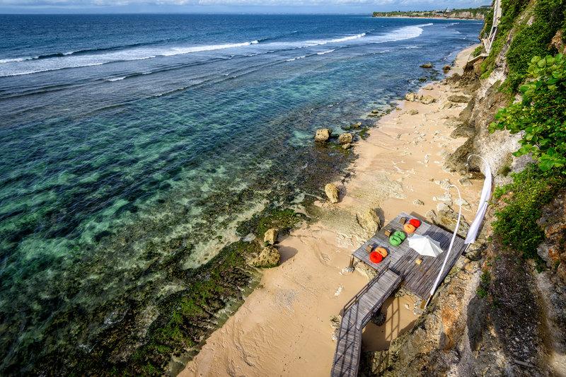 Surfari_Sundeck_and_Beach_P.jpg