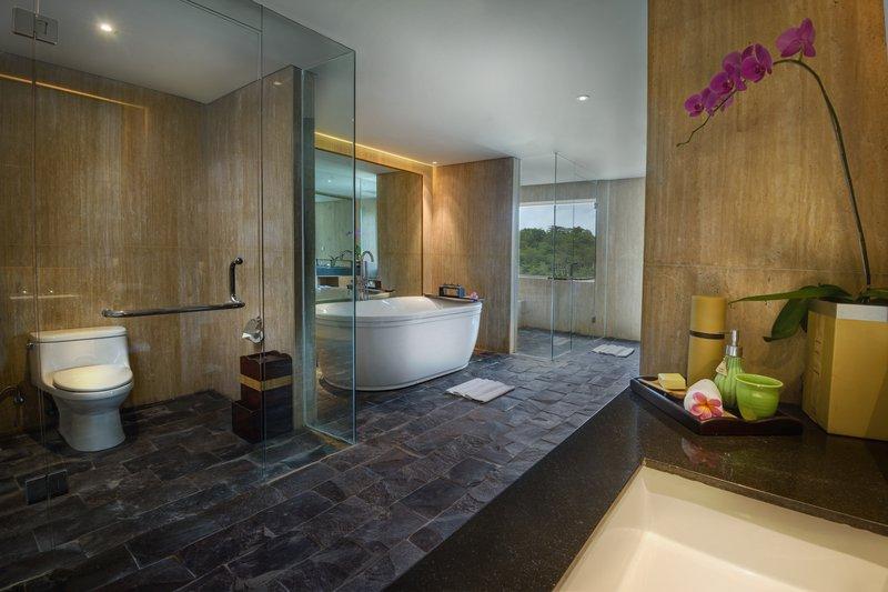 Spa_Suite_Bathroom_P.jpg