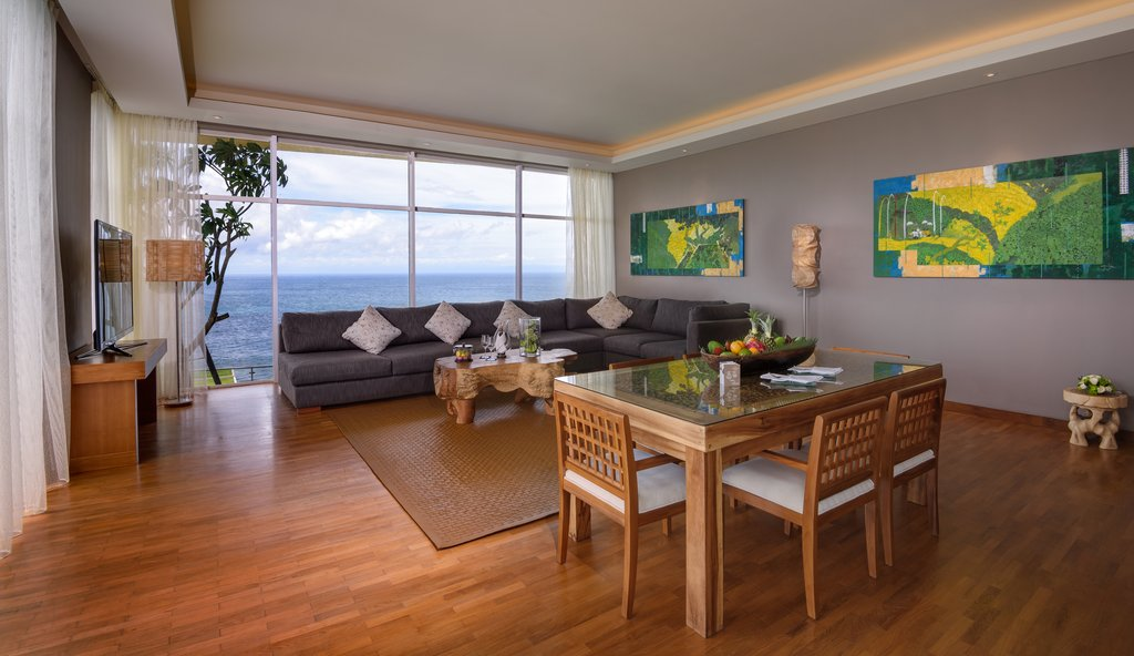 The_Penthouse_Living_Room_R.jpg