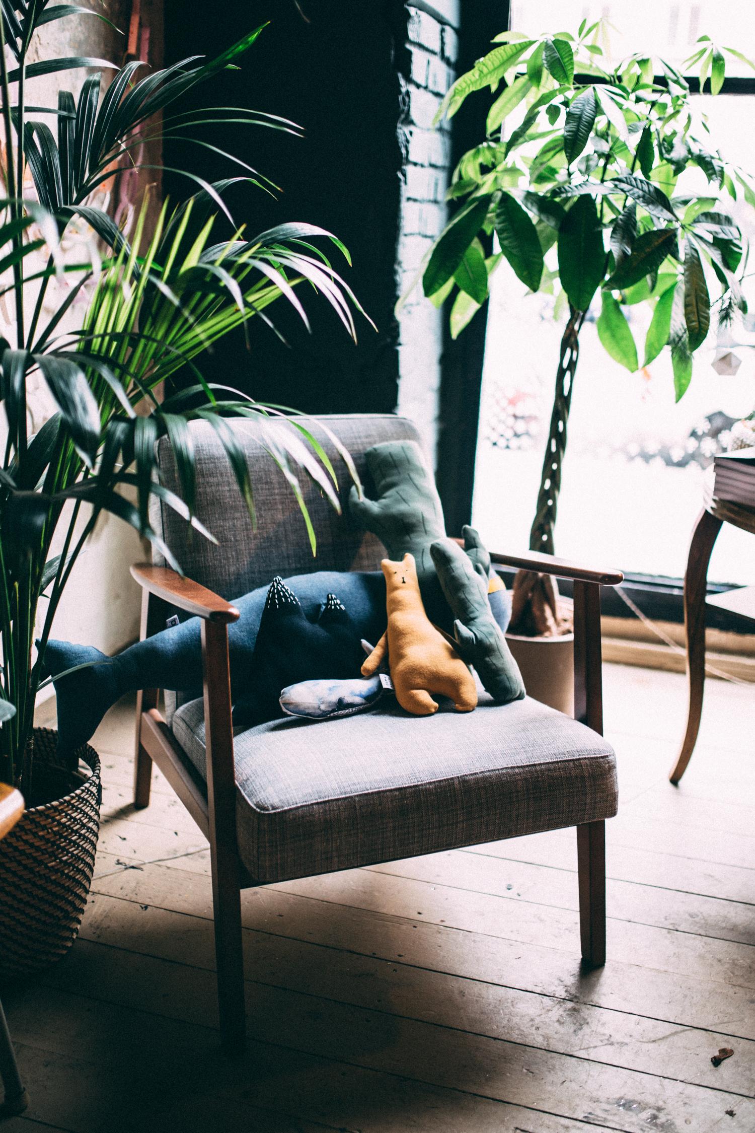 Ein Sessel voller, toller Freunde, ob Gretas Schwester, Monkind oder eeni mini, bei uns hängen sie alle ab