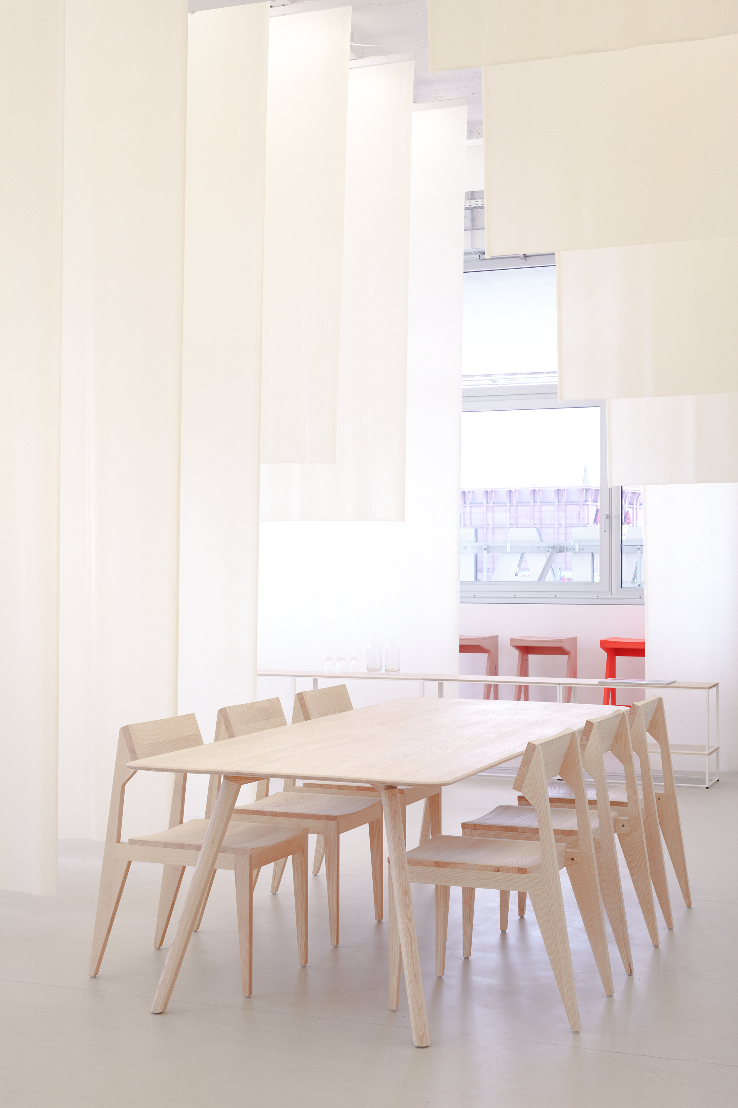 objekte-unserer-tage-3307-Showroom-15-meyer-table-schulz-chair-med-res.jpg.png