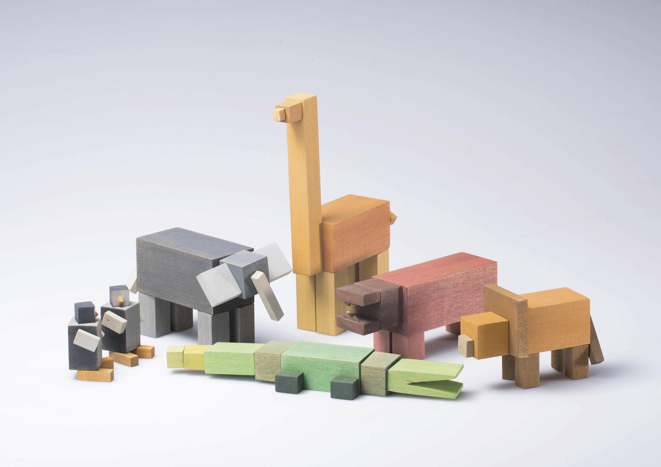 Julian Marticke – Zoo für Zuhause. A Day at Zoo von Julian Marticke ist Dekoration und Spiel zugleich. Hier werden geometrische, bunte Holzbausteine zum Leben erweckt und mit Hilfe von eingebauten Magneten zu Tieren oder Phantasielebewesen kombiniert. (Foto: Julian Marticke; Koelnmesse)