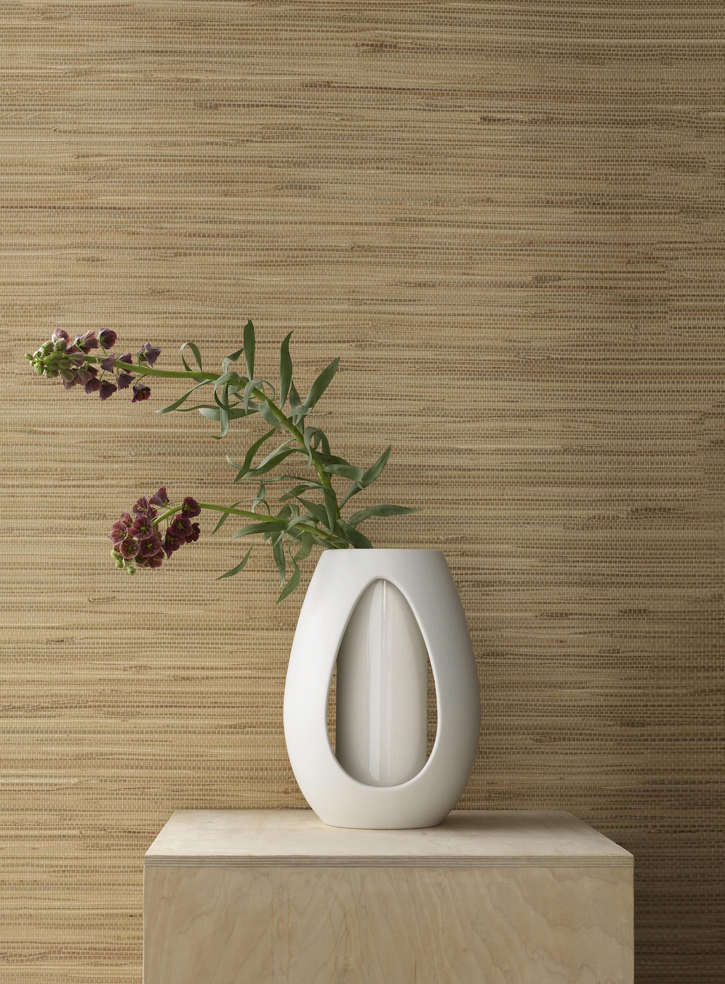 Kokong Vase  (H: 32 cm / 22 cm) aus dunkelbraunem bzw. naturweißem Steinzeug, 134.90 / 94.90 EUR