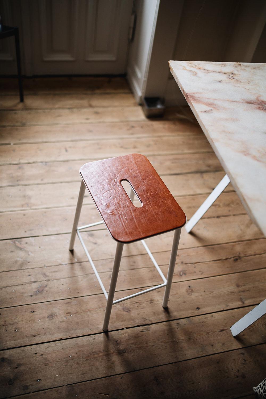 Setz dich! - Adam Hocker von Frama