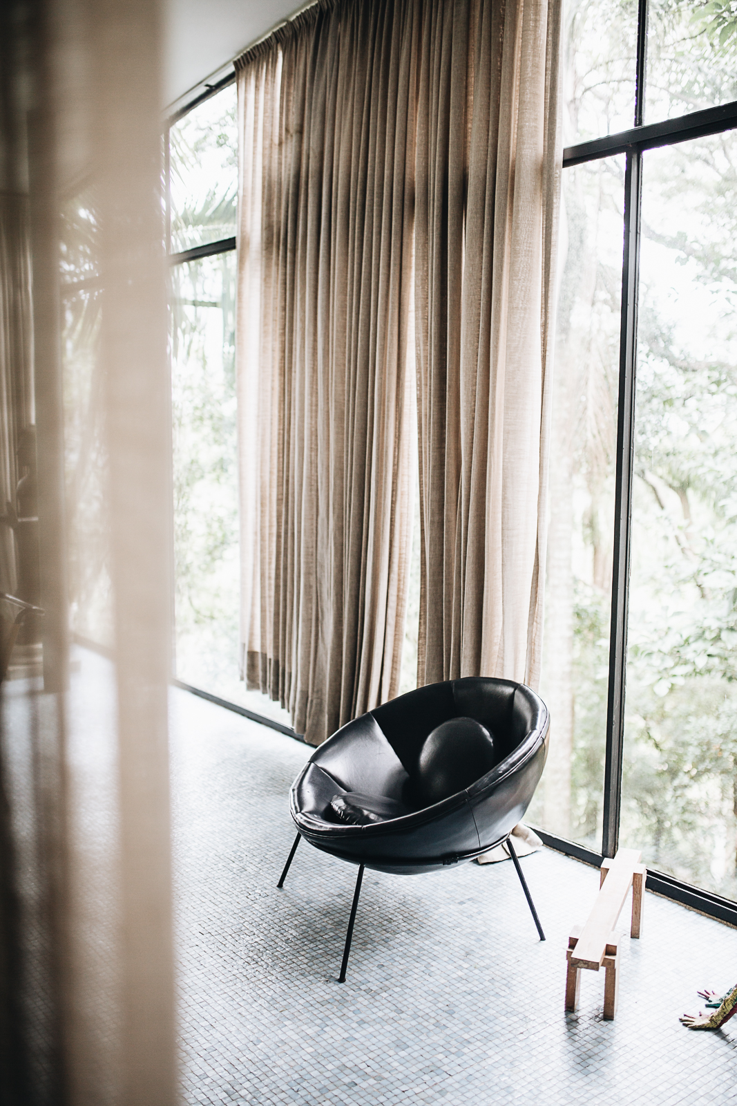 Bowl Chair in schwarzen Leder