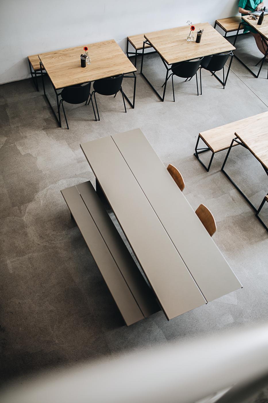 ZEBE Bank  und Tisch:  Objekteunserertage