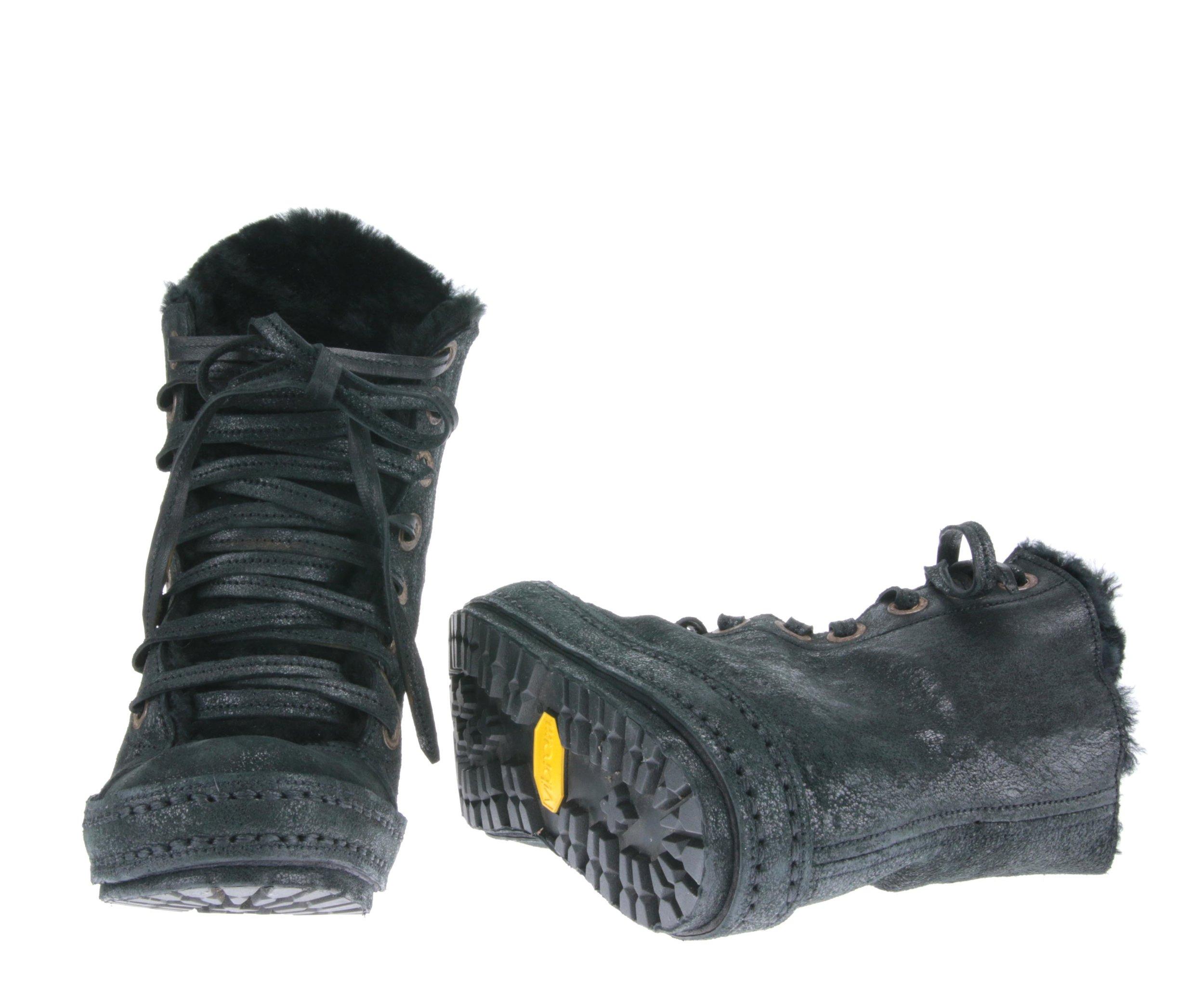 8Hole Black Fleck Fur front sole.jpg