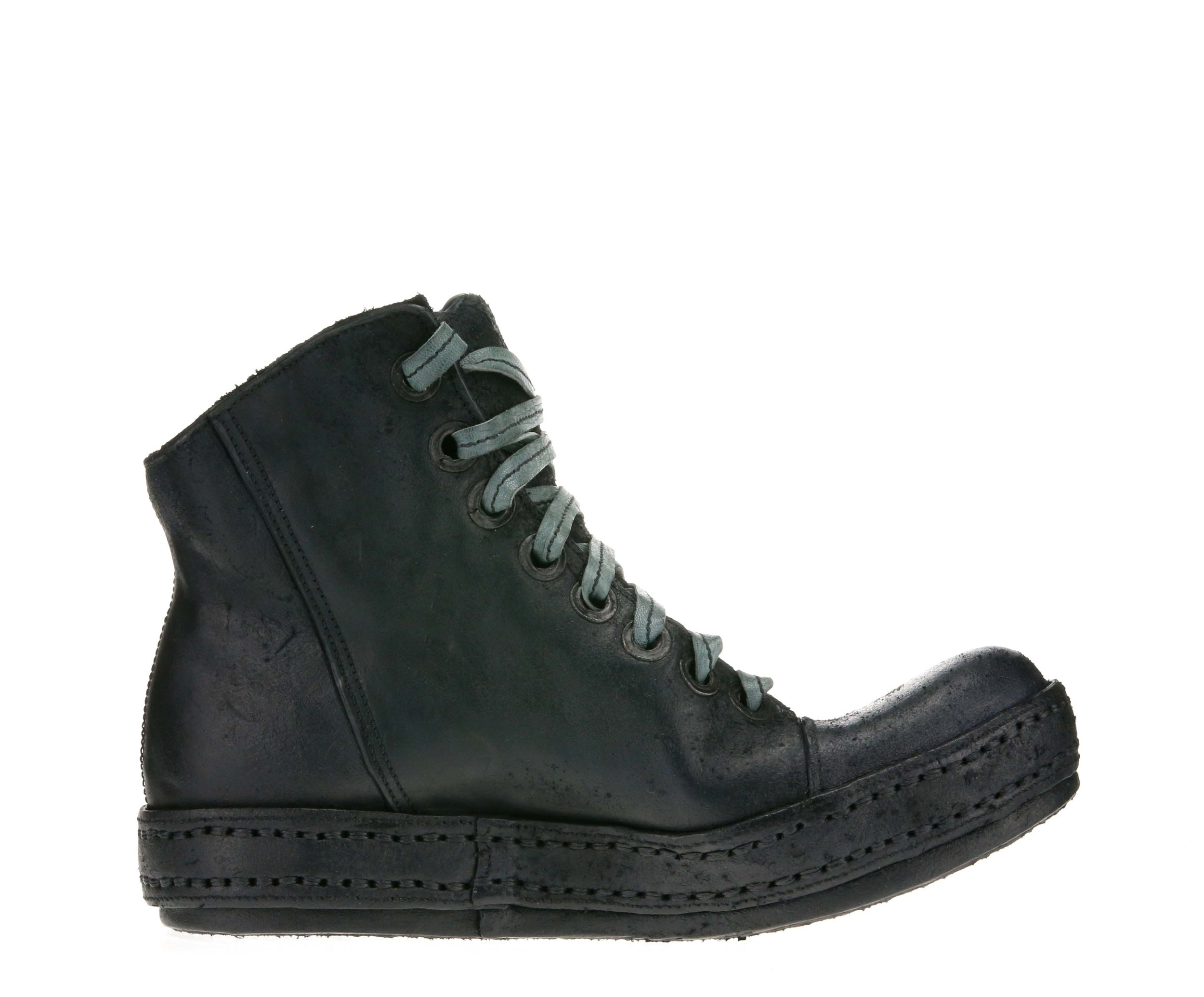 8Hole SP Black Suede Inside.jpg