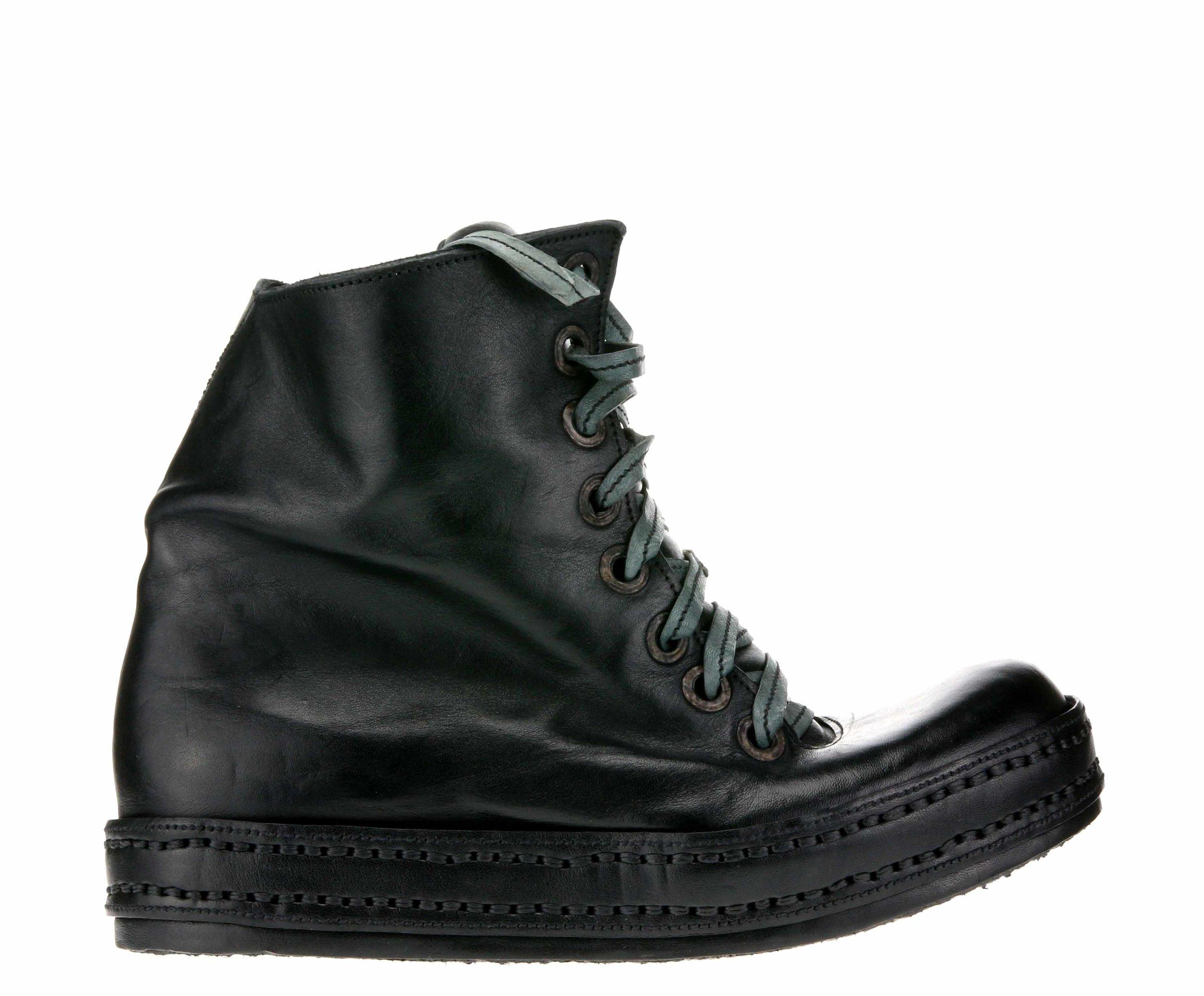 8Hole Sk8 Black