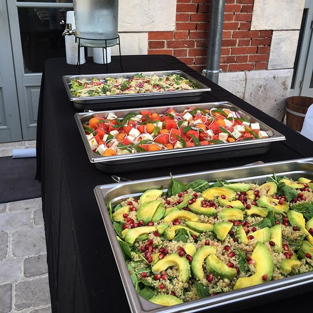 🇺🇸Salads Buffet for the rehearsal dinner. 🇫🇷 Assortiment de salades pour le dîner d'accueil. . . . #wedding #catering #foodtruck #alateteduclient #mariage #food #rehearsaldinner #event #semainaire #chateaudecourcellesleroy #frenchcastle #weddinginfrance #weddingseason #yummy