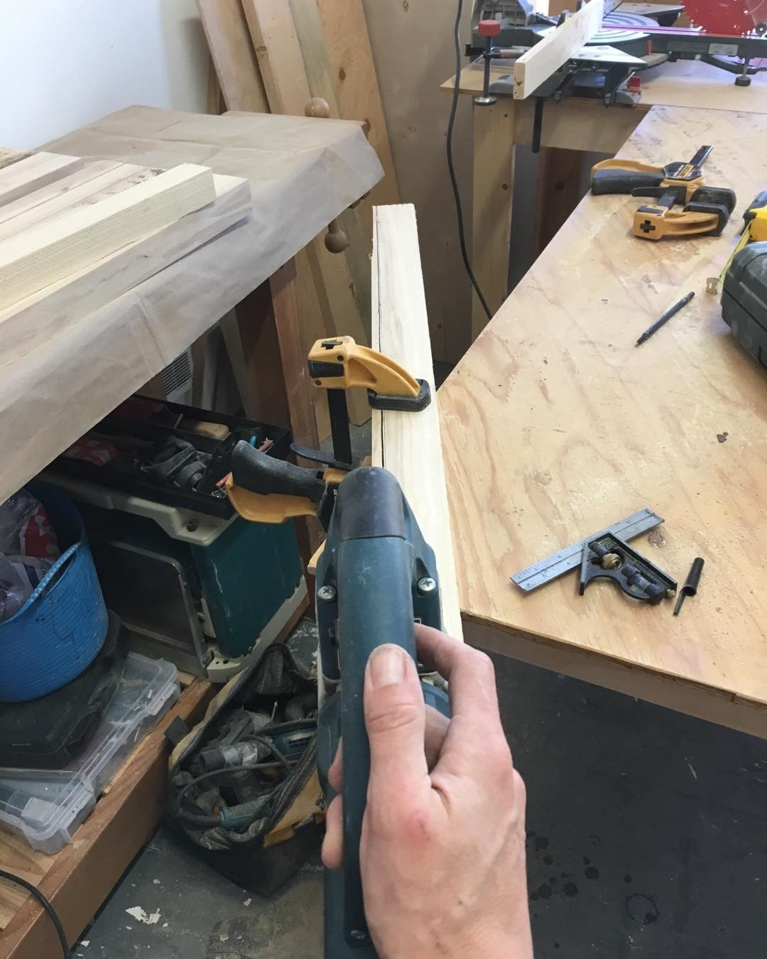 Finishing up the last cut with my old jig-saw. Don't give up easy.