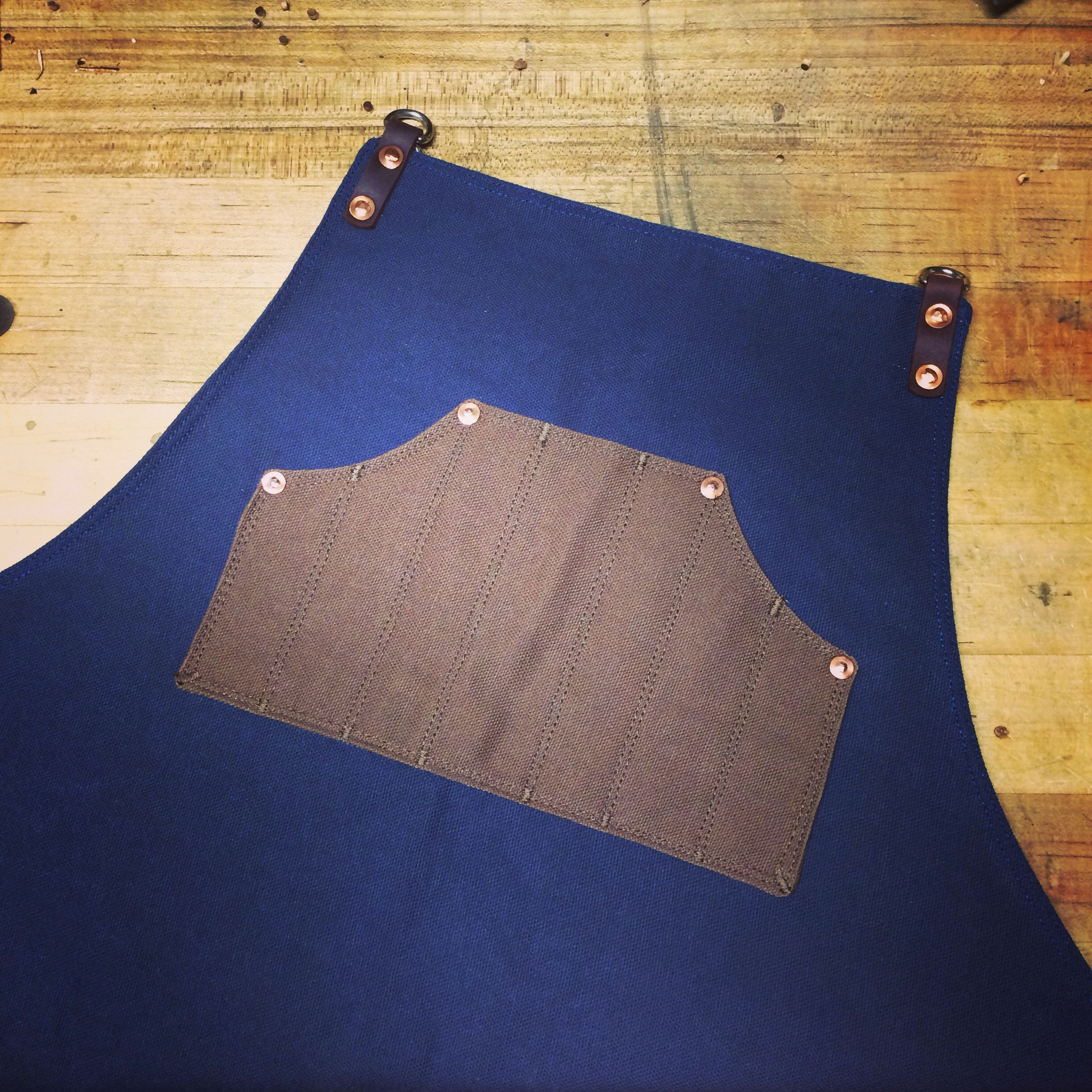 Two tone custom shop apron with double graduated chest pocket :: Texas Heritage Woodworks