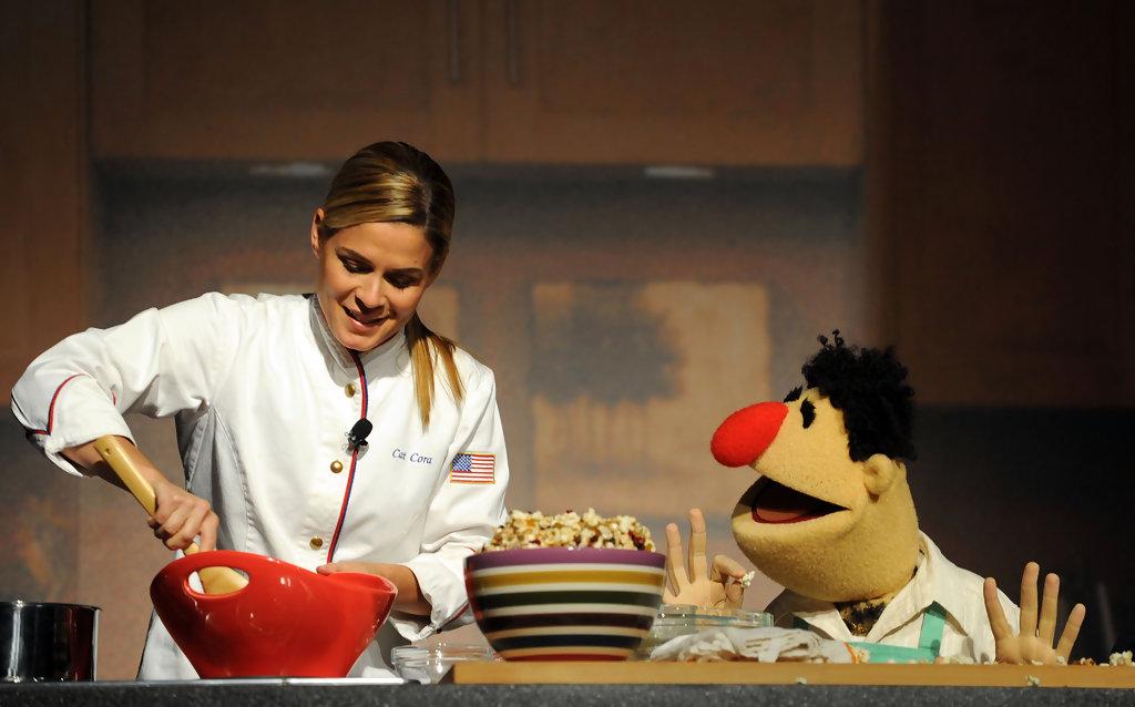 Angelo+Cat+Cora+Muppets+Kitchen+Chef+Cat+Cora+tUtHtvtWQD7x.jpg
