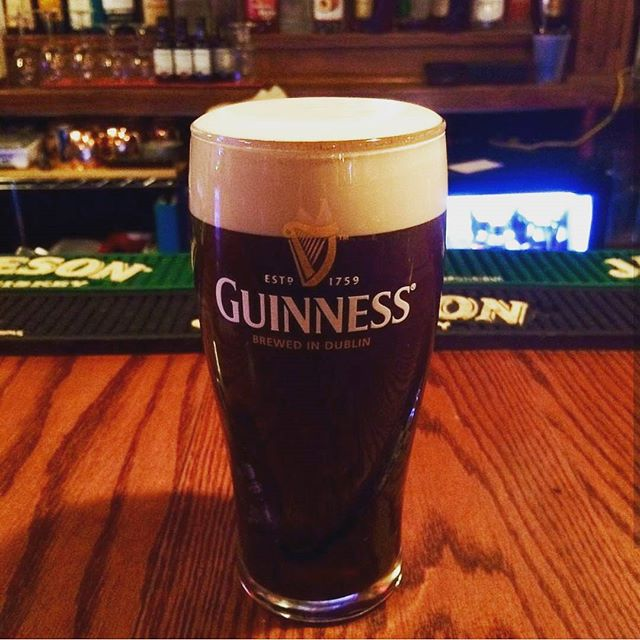 Come celebrate #ThirstyThursday with $1 off everything from 4-8pm!  PC: @slakingfool  #drinks #desmoines #anniesirishpub #guiness #happyhour