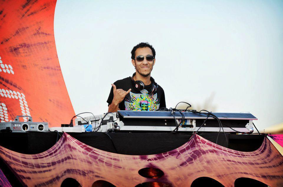 Hisham @ Pink Moon 4.6.12.jpg