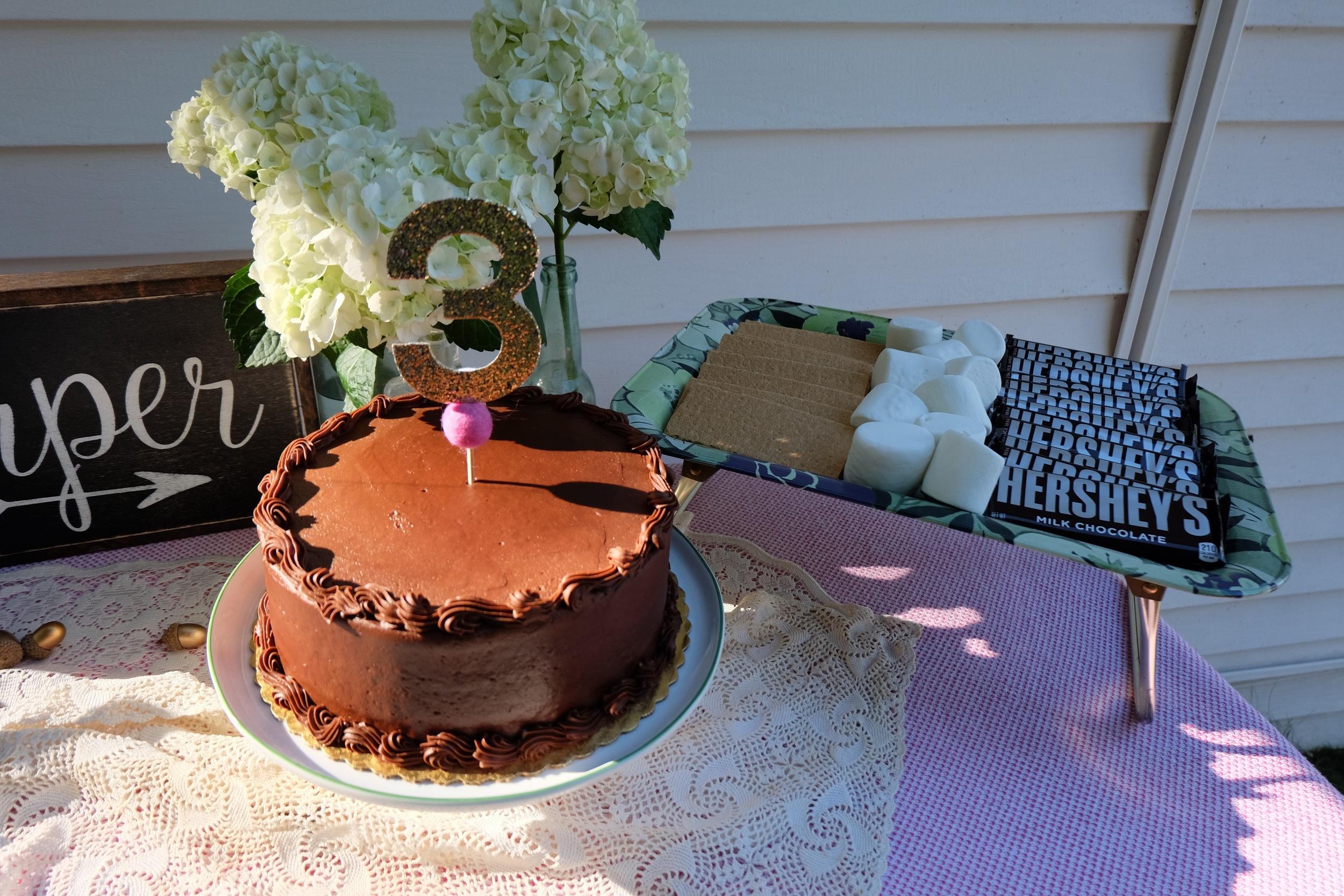 @littledovie cake topper & @thepaintednest sign
