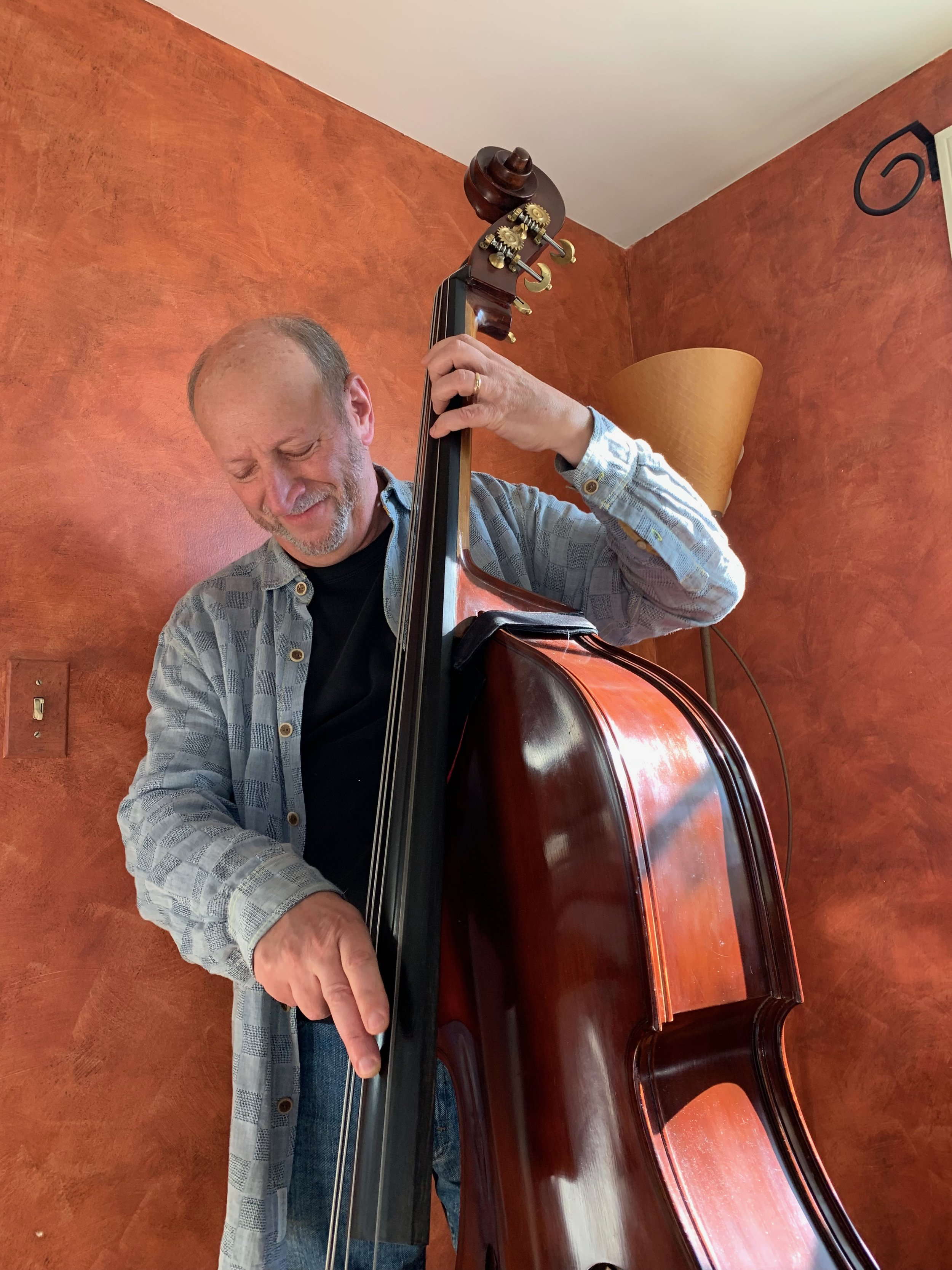 Bruce Gertz with his Kolstein, Lafaro, Busetto Travel Bass  https://kolstein.com/product/kolstein-busetto-removable-neck-model-travel-bass-wtravel-trunk/