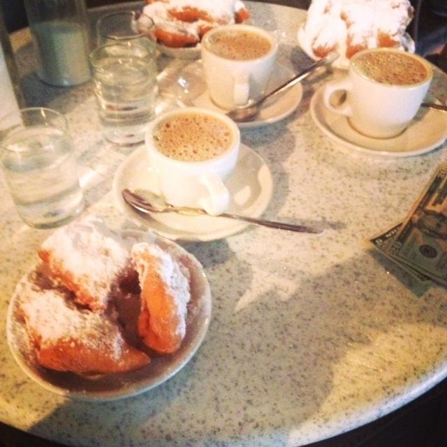 Cafe du Monde, New Orleans.jpg
