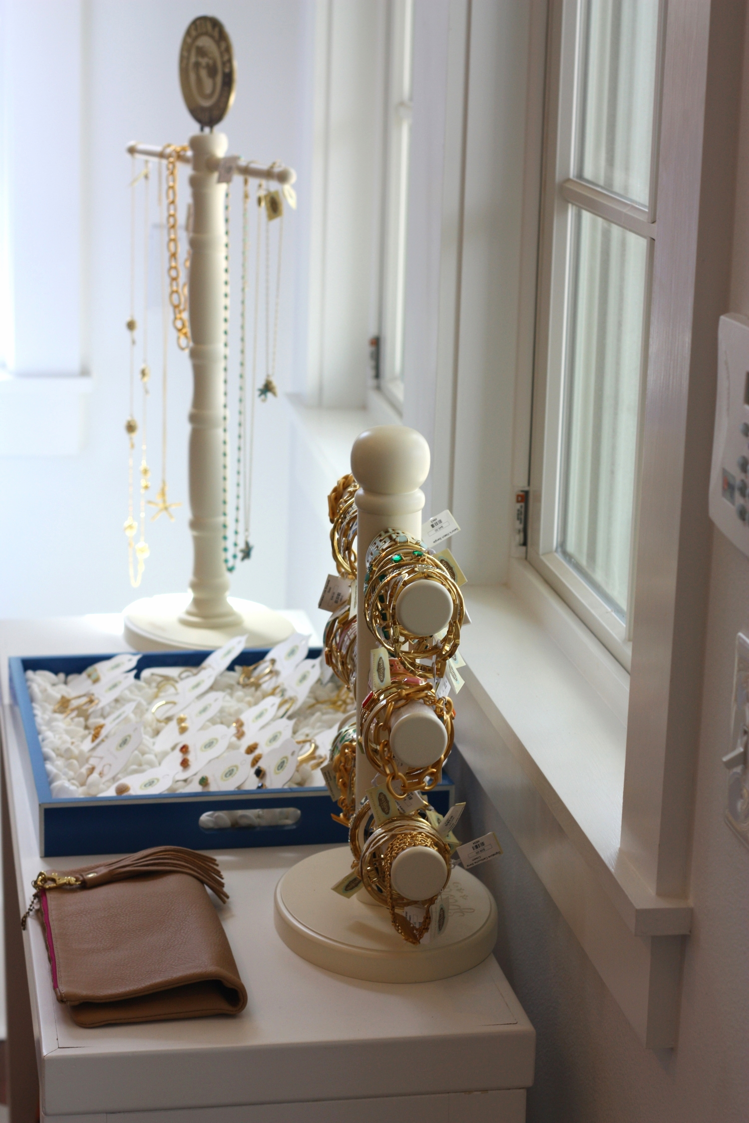 Bluetique, Pensacola: A stylish women's and children's boutique with a variety of trendy and classic apparel and accessories