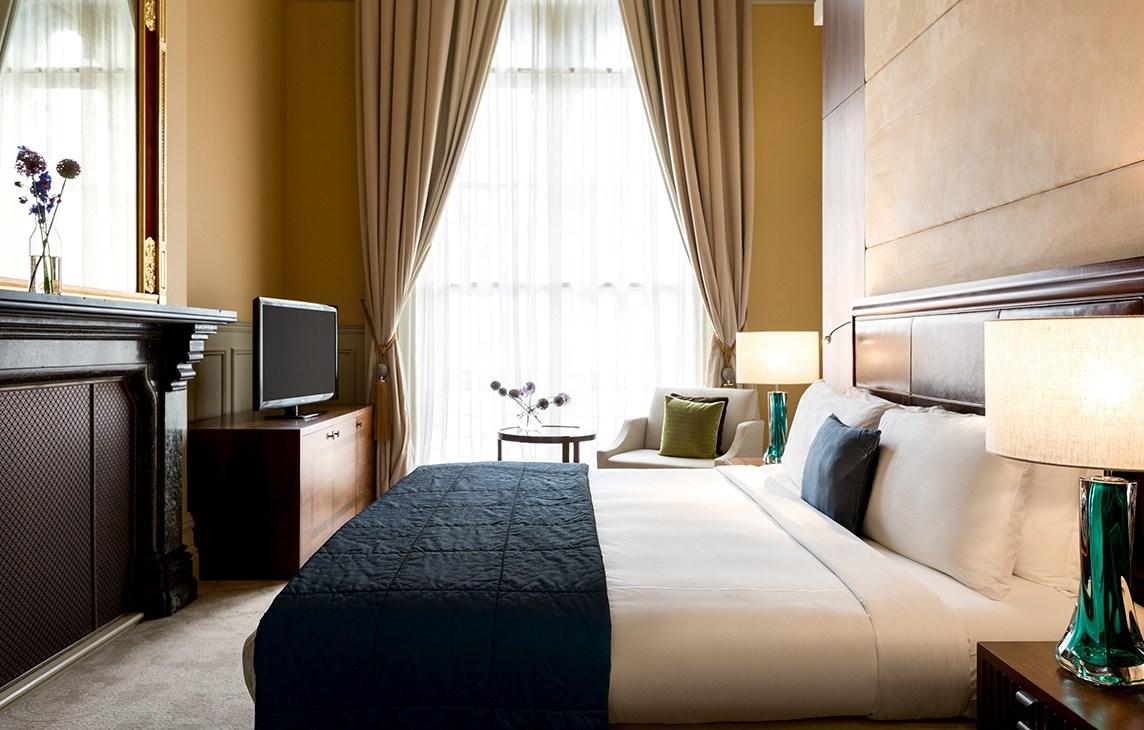rh_lonpr_gilbert-scott-suite-bedroom.jpg