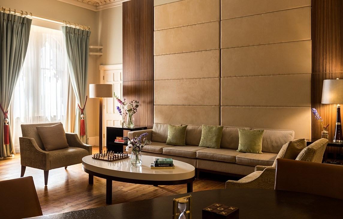 rh_lonpr_queen-victoria-suite-living-room.jpg