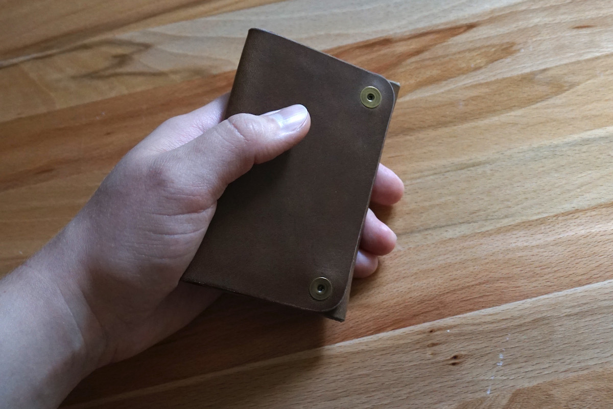 Snap wallet in hand