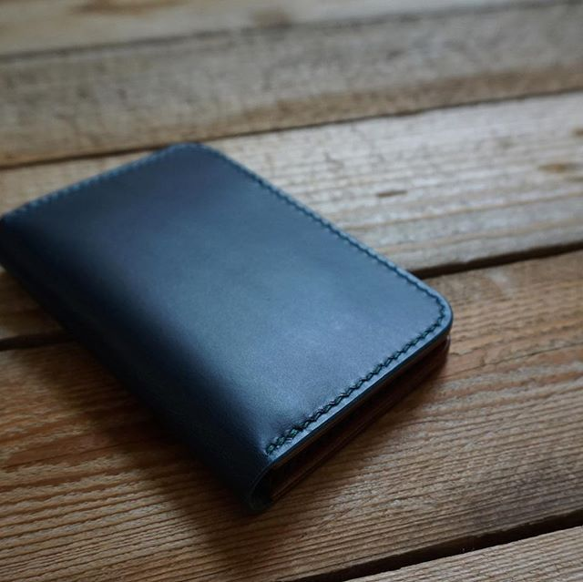 A new year calls for a new wallet, don't you think? This is our new Vertical Bifold wallet!  It's got more pockets than you can shake a stick at - though why you'd shake a stick at a pocket, I'm not quite sure. We have a few of these available in the shop right now!  #wallet #leatherwallet #menswallet #verticalbifoldwallet #inkleafleather #inkleaf #handcraftedleather #leathergoods #smallbusiness #craftbusiness #design #style #madebyhand #leathercraft #leatherhandmade #leatherdesign #leatherwork #handmadeleather #craftsman #gifts #crafter #bluewallet #blue #handcraftedgifts #handcraftedgoods