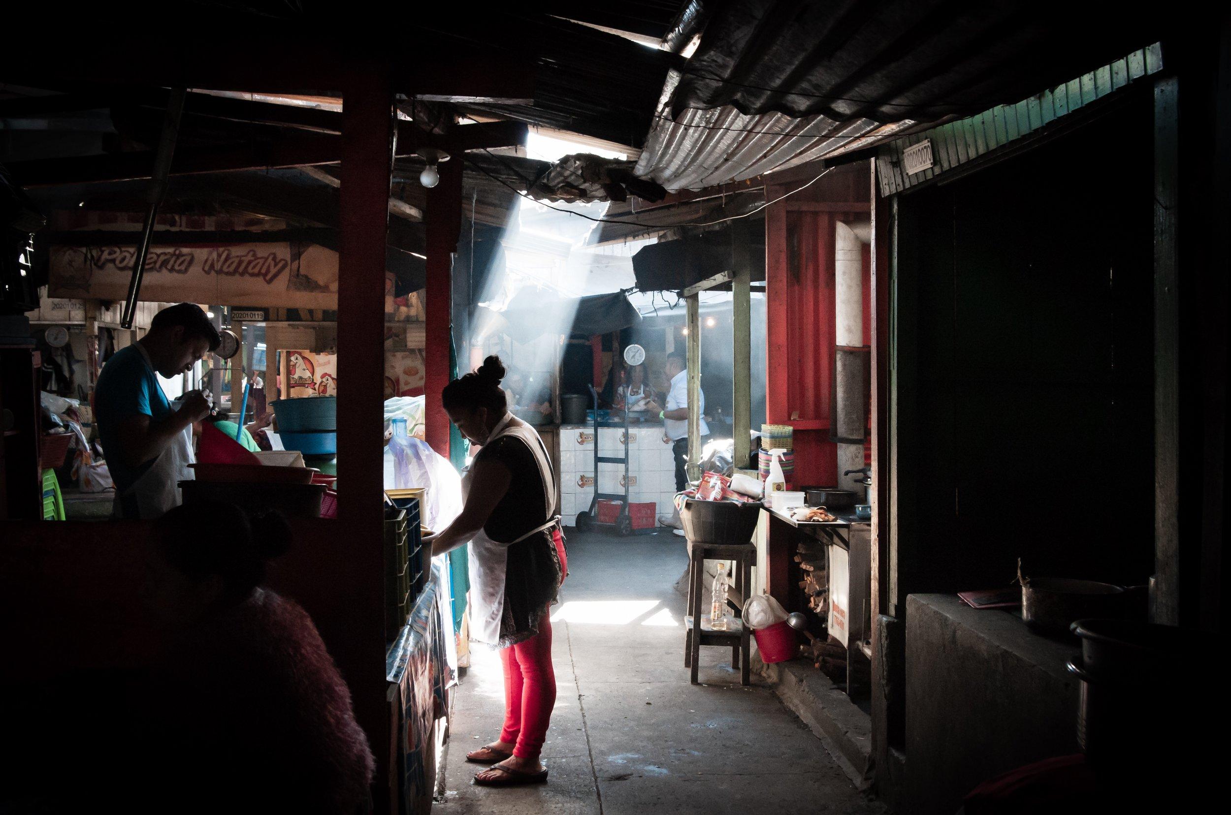 Morning Light in Mercado La Democracia